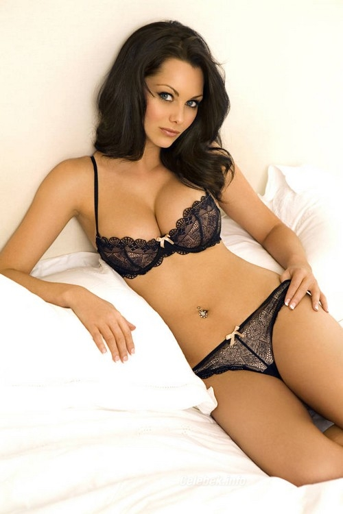Jessica Jane Clement topless, és fehérneműs képei 1