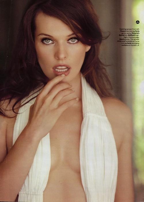 milla-jovovich-topless-2