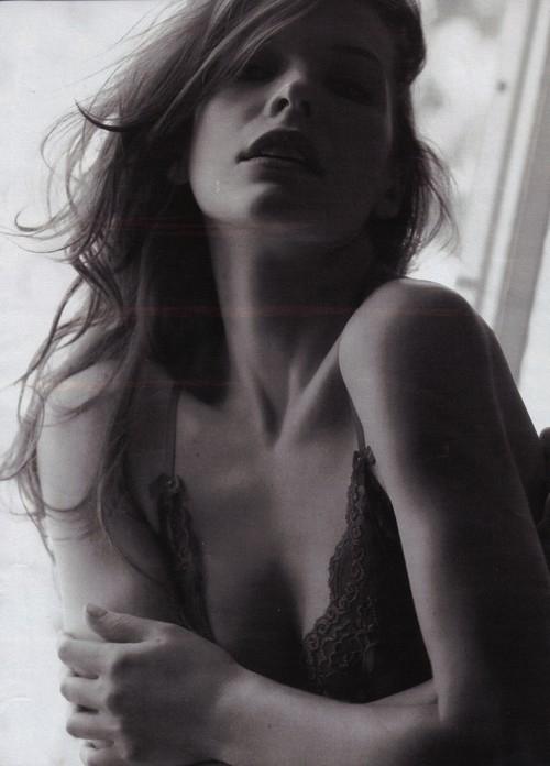 milla-jovovich-topless-6