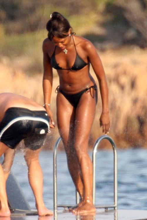 naomi-campbell-bikini-1
