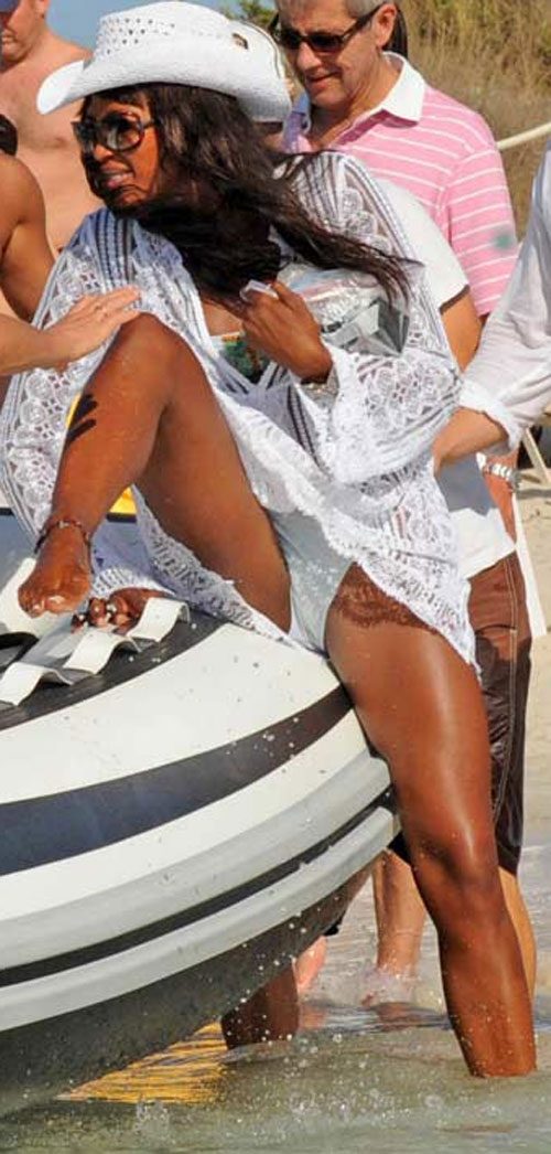 Naomi Campbell crotch