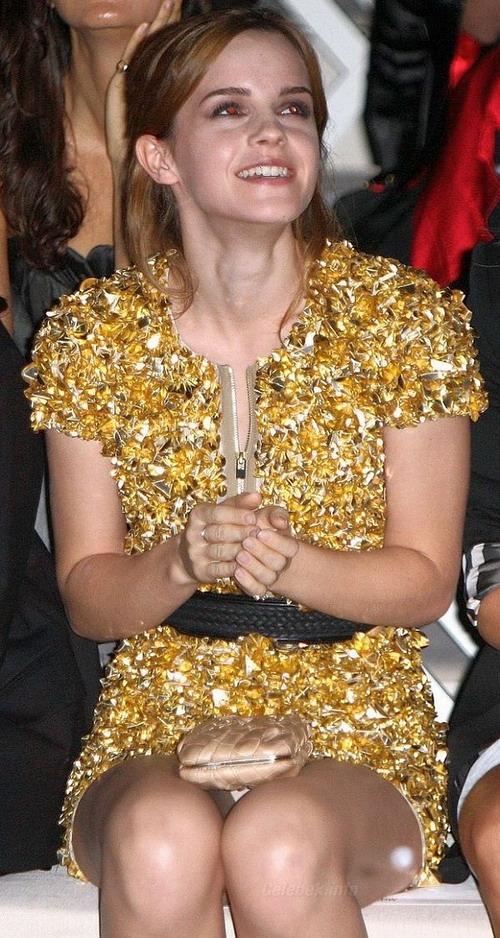 Emma Watson panty peek celeb-kepek.info