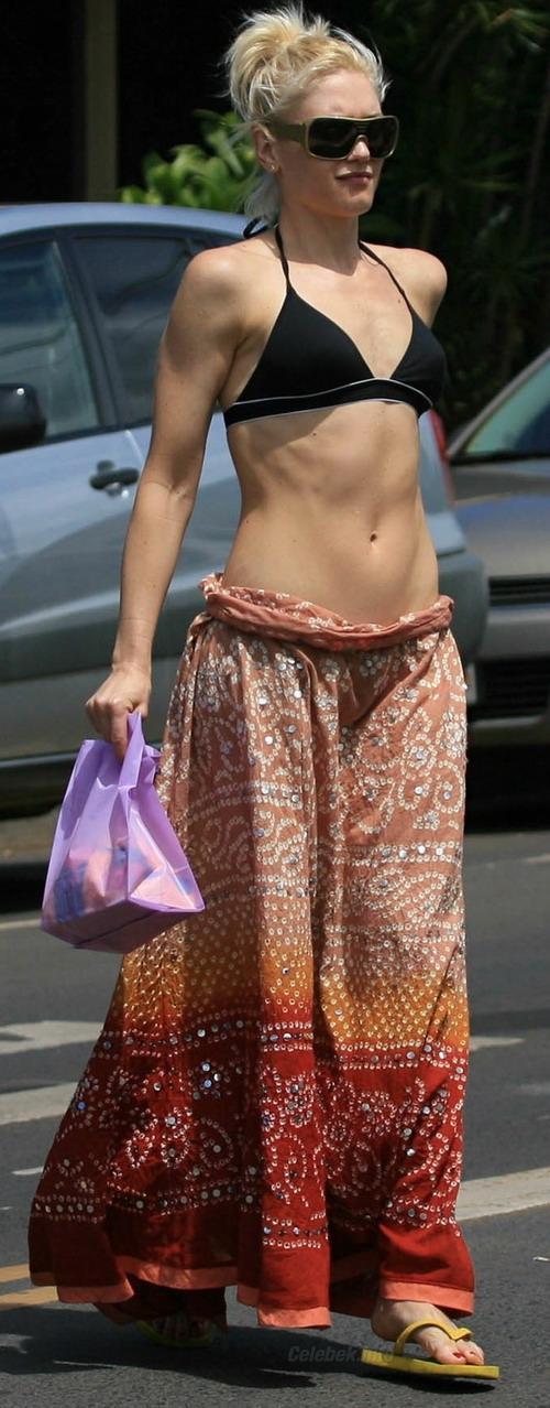 gwen-stefani-bikini-hawaii-3-celeb-kepek-info