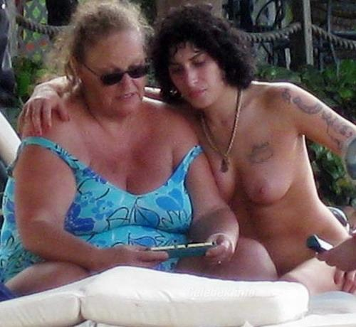 Amy Winehouse szottyad mellei -3- celeb-kepek.info