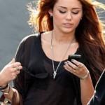 Miley Cyrus átlátszó felsőben -6-