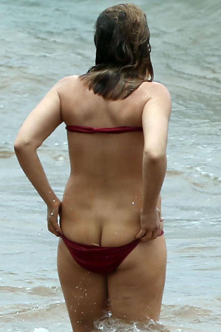 Elisabeth Harnois ass